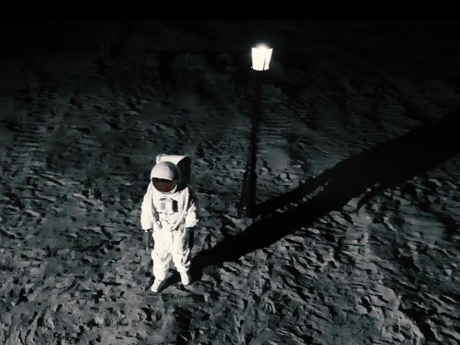 Lampy art-metal nawet w kosmosie!